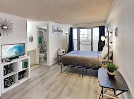 Kuhio Village - Studio with Balcony - 2 Blocks to Beach Hotel Room, hotel in Honolulu