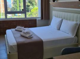 Atico Hotel, hotell i Desenzano del Garda