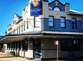 The Young Street Hotel, hotel in Carrington