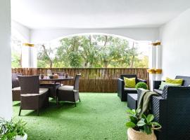 Brilliant apartment The Lady of the night - Puerto Banus, hotel in Marbella