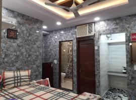 Best location of delhi, foreigners area luxury room with attached kitchen and washroom 92,121,74,700, luxury hotel in New Delhi