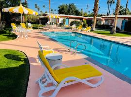 A PLACE IN THE SUN Garden Hotel - Big Units with Privacy Gardens & Heated Pool & Spa in 1 Acre Park Prime Location, PET Friendly, TOP Midcentury Modern Boutique Hotel, Hotel in Palm Springs