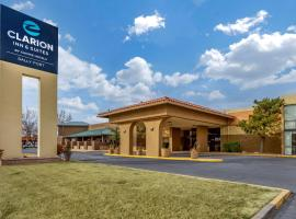 Clarion Inn & Suites, hotel in Roswell