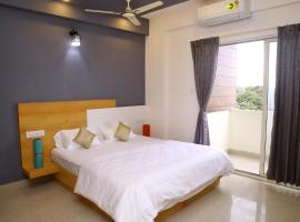 OAKHAVEN SERVICE APARTMENTS- SPACIOUS 3 BHK AT BTM 2ND STAGE, room in Bangalore
