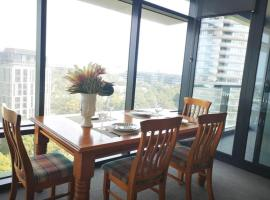 Sky Garden Apartment w Parking at Olympic Park, hotel in Sydney