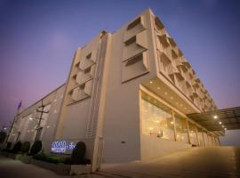Citadel Hotel By Vinnca, hotel near Rajiv Gandhi International Airport - HYD, Hyderabad