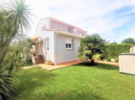 Coquette Maison 6 Pers piscine privee, a 15mn Des Plages, holiday home in Perpignan