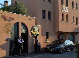 HÔTEL LIBERTIN R5 VILLAGE CAP D'AGDE, hotel with jacuzzis in Cap d'Agde