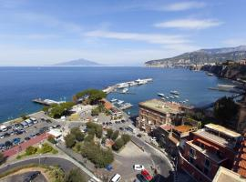 AMORE RENTALS - La Terrazza Sul Porto, pet-friendly hotel in Sorrento