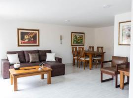 Studio Apartment next to el Parque del Poblado, apartamento en Medellín