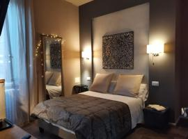 PARMA EXPRESS Travellers Lodgings - SELFCECK IN 24 h CARD Private PARKING, apartment in Parma