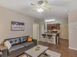 Luxury Retreat in Tallahassee with Restaurants Nearby, vacation rental in Tallahassee