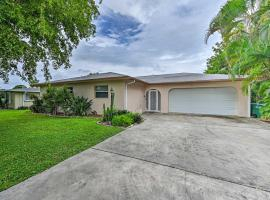 Cozy Cape Coral Home with Pool Less Than 2 Miles to Beach!, Ferienunterkunft in Cape Coral