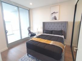Luxury Loft 3 Bed, 2 Bath, Sleeps 6; Pool, BBQ, No parties, hotel in Sydney