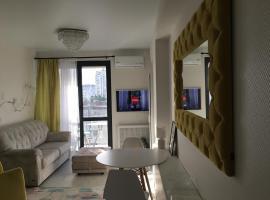 Студия в центре Сочи, hotel with jacuzzis in Sochi