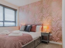 Beautiful Modern Décor Apartment in the Centre of Slough, apartment in Slough