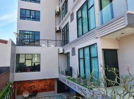 OneLoft Hotel, hotel in Karon Beach