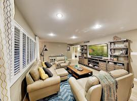 Luxe Home in Quiet Area - Air Hockey & Walled Yard home, villa in Scottsdale