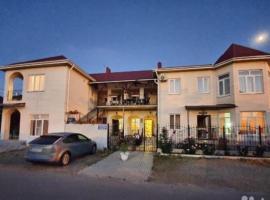 """Гостевой дом """"Ласточкино гнездо"""", budget hotel in Vityazevo"""