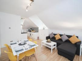 Canterbury 2 Bed Apartment Close to Town CT1 Sleeps 6, hotel in Canterbury