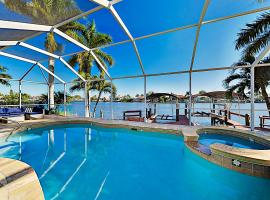 Canal-Front Home - Pool & Hot Tub - Private Dock home, Hotel mit Whirlpools in Cape Coral