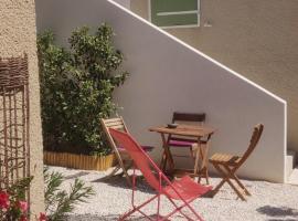 Maison T1 30m2 avec sa terrasse au château de la Buzine, maison de vacances à Marseille