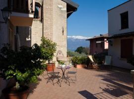 Albergo CAVALLINO 10, hotel in Toscolano Maderno
