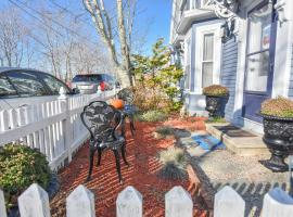 140 Walk to Water 2 Blocks to Town Close to Ferry and Parking Spot, holiday home in Provincetown