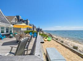 105 Beachfront on Commercial St with Sweeping Views of the Harbor Dog Friendly, holiday home in Provincetown