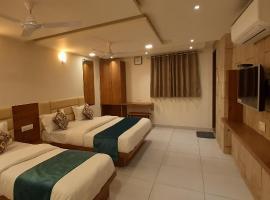 Hotel Kinara, отель в Ахмадабаде