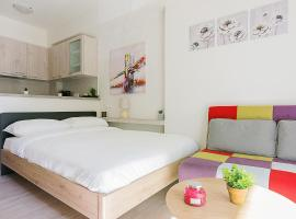Bright and Modern Studio in Ampelokipoi, hotel in Athens