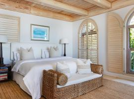 "Villa del Mar - ""Luxurious en-suite bedroom with lounge and stunning sea view balcony in Bantry Bay"", villa in Cape Town"