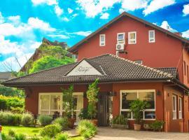 Pousada Tango, guest house in Gramado