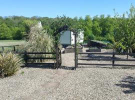 Sheepwash Shepherds Hut, hotel near Bedlingtonshire Golf Club, Bebside