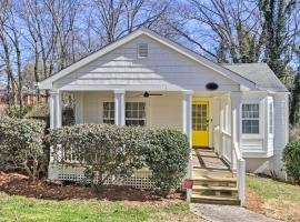 Charming College Park Cottage - 8 Mi to ATL!, vacation home in Atlanta