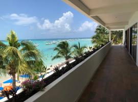 Cuxos Hotel Beachfront, hotel en Isla Mujeres