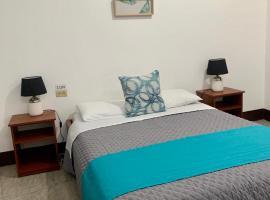 Luna Beach Hostal by Descanso del Petrel, hotel in Puerto Ayora