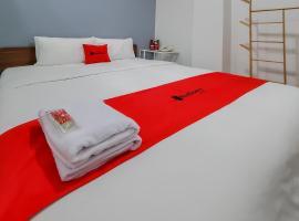RedDoorz Plus @ Batutulis Bogor, hotel in Bogor