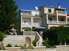 Guest House Marija, beach hotel in Bol