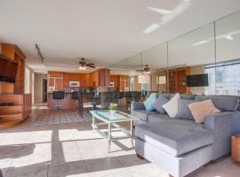 2 SidexSide Townhomes, 4 Patios, AC, Multi Level, villa in San Diego