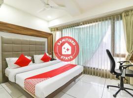 OYO 67784 B & B Express Hotel, hotel near Sardar Vallabhbhai Patel International Airport - AMD, Ahmedabad