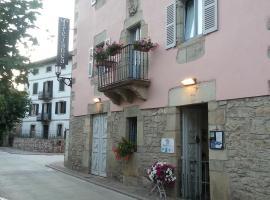 Tresanea Apartamentos, hotel con jacuzzi en Ituren