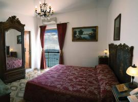 Hotel La Riva, hotel a Giardini Naxos