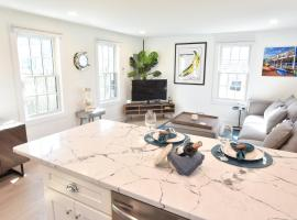 141 NEW West End Less Than 1 Min Walk to Water and Town King Bed Stainless Appliances Patio and AC, holiday home in Provincetown