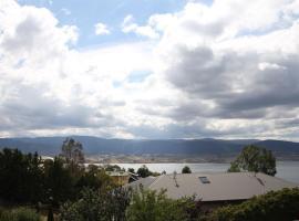 Spuren 4 of 2 Echidna Place East Jindabyne, hotel near Illawarra Regional Airport - WOL,