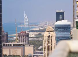Private rooms in 3 bedroom apartment SKYNEST Homes marina pinnacle, hotel in Dubai