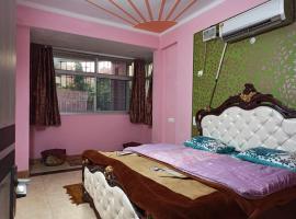 *Airport* Cozy 3BHK in Sec10 Dwarka, apartment in New Delhi