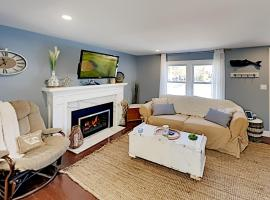 43ELTONR Exceptional Vacation Home in WEST YARMOUTH home, pet-friendly hotel in West Yarmouth