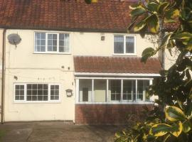 2 Lilac Cottages, hotel near Doncaster Sheffield Airport - DSA,