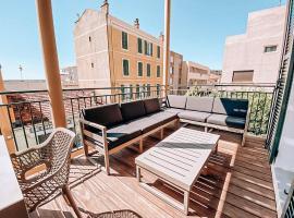 Appartement 4 pièces rénové terrasse coeur de ville, appartement au Lavandou